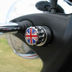 triumph-twins-union-jack-key-holder-bonnie-thruxton-scrambler-thunderbird-storm-4058-p[1]